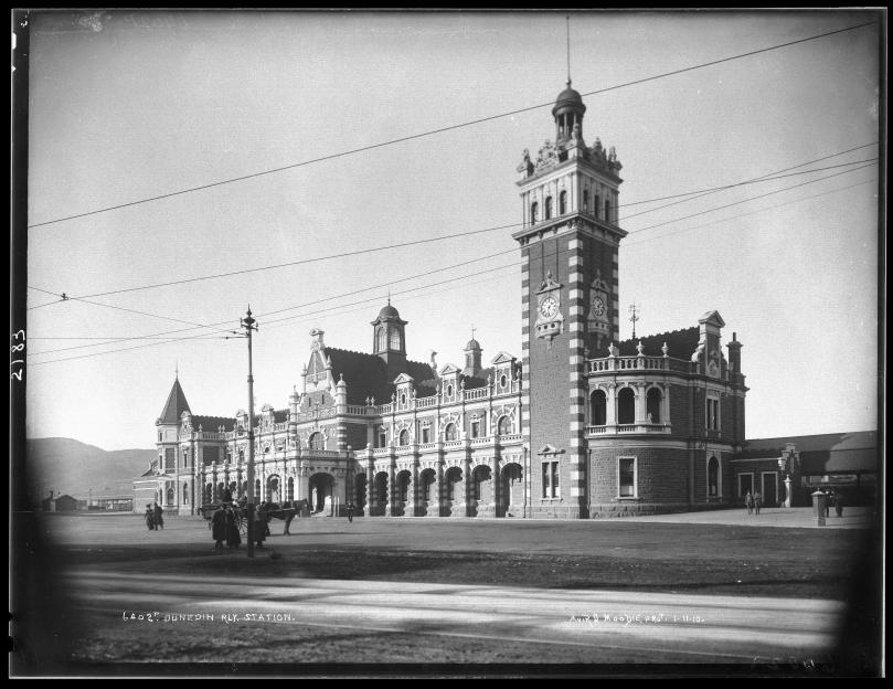 MA_I031076_TePapa_Dunedin-Railway-Station_full